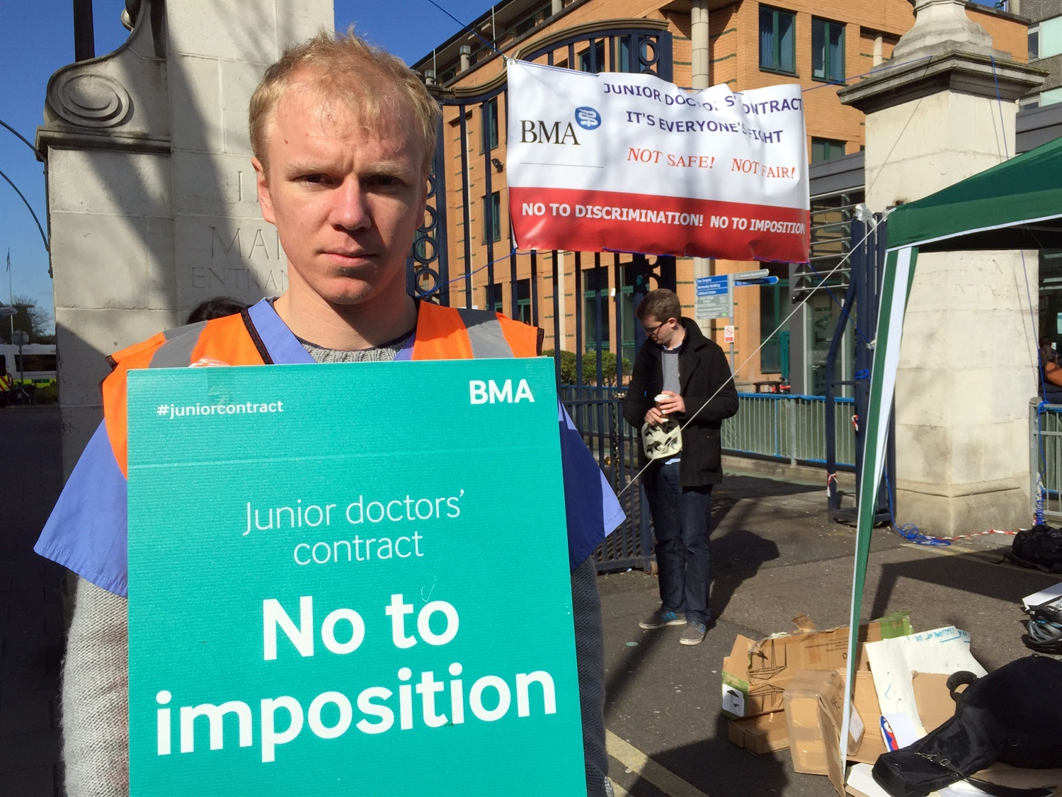 Hunt agrees to 'pause' imposition and resume talks with junior doctors