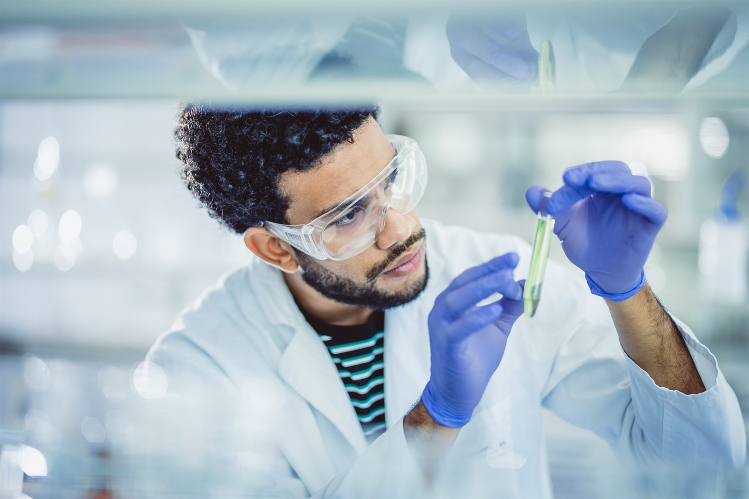 World's largest potential coronavirus treatments trial rolled out in UK https://lnkd.in/damiHJB from National Health Executive #clinicaltrials #lifesciences #pharma